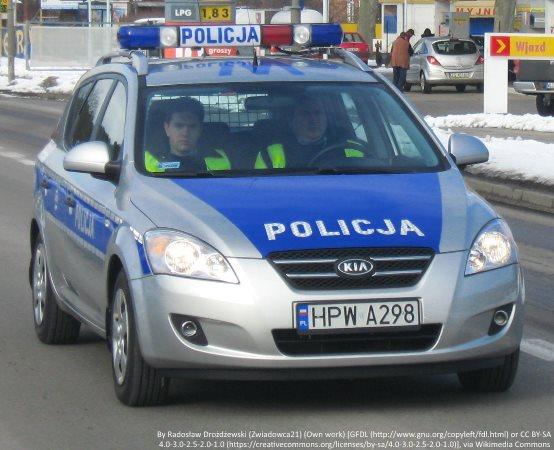"""Policja Łomża: """"Bezpieczna gmina"""" - policjanci sprawdzali stan techniczny pojazdów i maszyn rolniczych"""